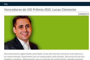Diretor da Axis Recebe Prêmio do IESS